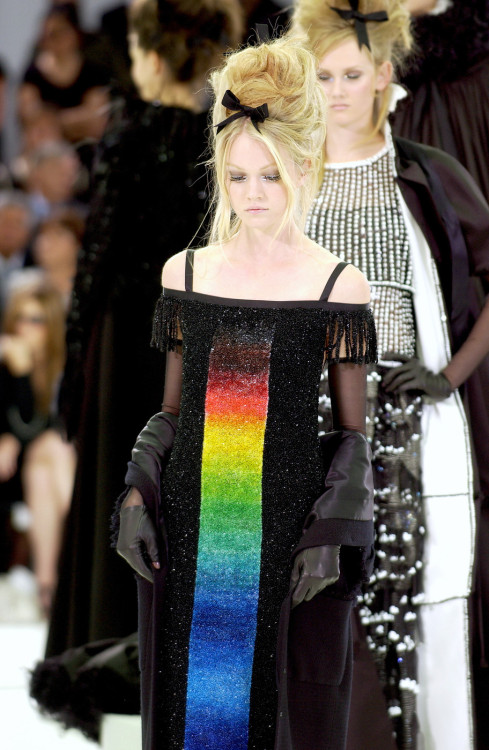 fromobscuretodemure:  Lindsay Ellingson at Chanel Haute Couture F/W 2005-06.