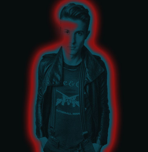 fuck-yeah-hotchellerae:  And then I mess around on Photoshop… Now he's a sexy glowstick :)