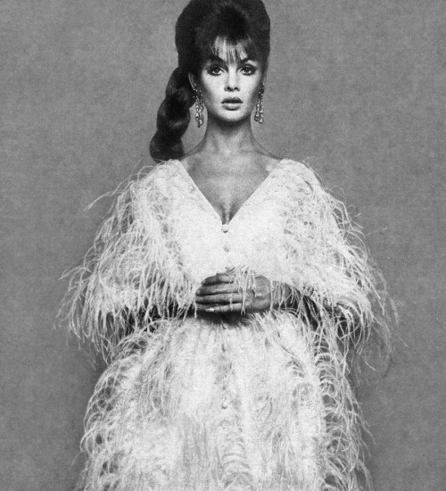 Jean Shrimpton by Richard Avedon for Harper's Bazaar, 1965.