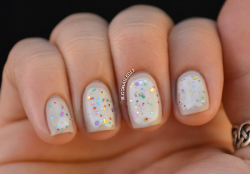 blognailedit:  Pop Tart Nail Art featuring Pop Tartfrom Lacquer Convention. With such a tasty name, I had to use it as a design.
