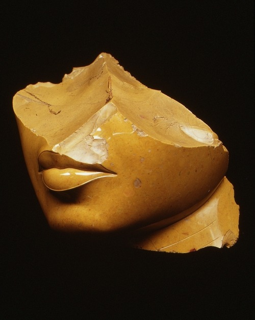 f-l-e-u-r-d-e-l-y-s:  Fragment of the Face of a Queen, made in Egypt during the reign of Akhenaten, c.1353-1336