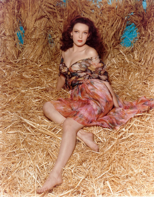 mudwerks:  (via Linda Darnell, c. 1945 | Flickr)