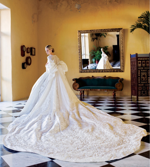 suicideblonde:  Lauren Davis photographed by Arthur Elgort in 2008 Her wedding dress was made from 60 meters of silk jacquard woven with peony blooms, the coat embroidered with tinsel paillettes, silver threads, vintage lace and tufts of white feathers.  It was designed for Lauren by Olivier Theyskens when he was at Nina Ricci and took 1,200 hours to assemble, with an additonal 800 hours with the legendary Lesage embroiderers.