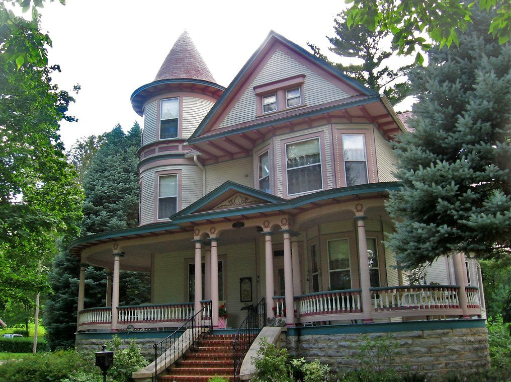 joilieder:  Victorian House in Decorah, Iowa by Paul McClure DC.