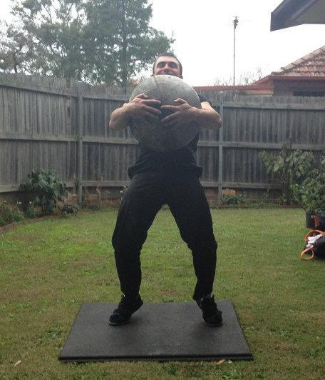 maximusstrength:  Lifting a stone