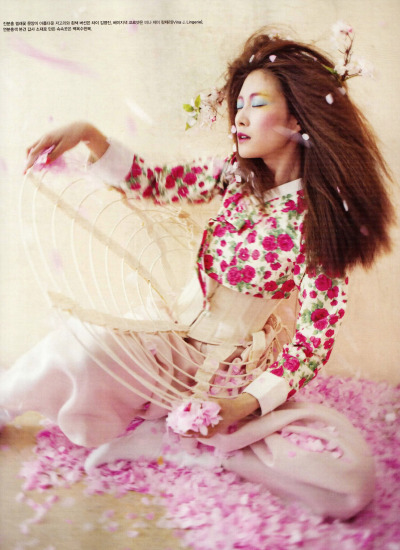koreanmodel:  Lee Hyun Yi by Koo Bohn Chang for Vogue Korea May 2012