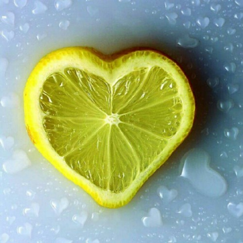 lemon water #igers #igerdaily #instafamous #instamood #iphonesia #iphoneonly #ingers #instadaily #instagramhub #instagood #webstagram #photooftheday #jj  (Taken with Instagram)