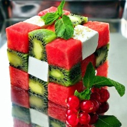 Here is a really cool picture! It's a kiwi, watermelon and cheese salad, original, but very tasty, no doubt!