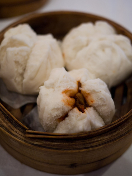shelovesasianfood:  Steamed BBQ pork buns (by The Food Pornographer)  I want soooo bad