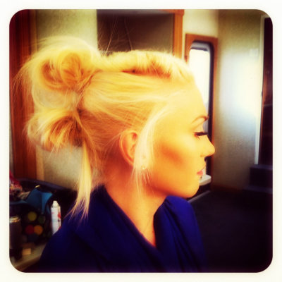rollanrock:  My homegirl Gwen :Day 2 of their video shoot for the first single #SettleDown off of No Doubt's highly anticipated album Push and Shove out September 25th! You know me, HUGE ND fan!! Here on out there's gonna be many ND posts , reblogging, quotes etc..get ready for it!!