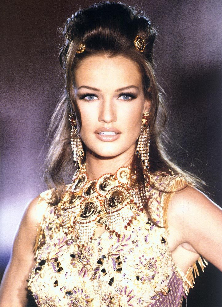 80s-90s-supermodels:  Karen Mulder, circa early 90s