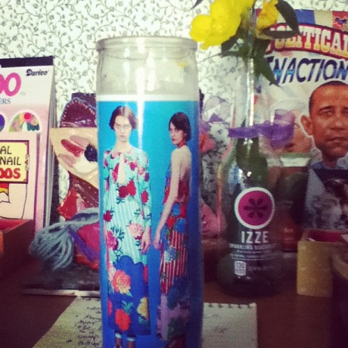 tamponangel:  Marc Jacobs Resort Candle ftw! (Taken with Instagram)  what this is so cool. How do you make these??