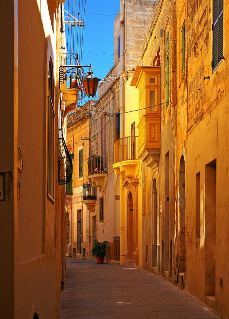 visitheworld:  A narrow alley in Rabat, Malta (by albireo2006).