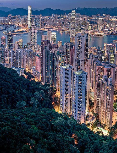 travelingcolors:  furples:  View from Victoria Peak (by Rickuz)  AMAZING