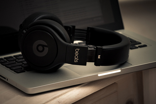 johnny-escobar:  Macbook x beats