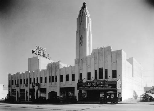 The Fox Stadium on Pico Boulevard, 1931. Still standing, it now houses the B'nai David-Judea Congregation.