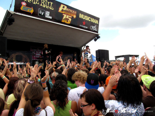 June 25th, 2011 A Skylit DriveVans Warped Tour 2011Houston, TX. Sam Houston Race Park Crowd love.