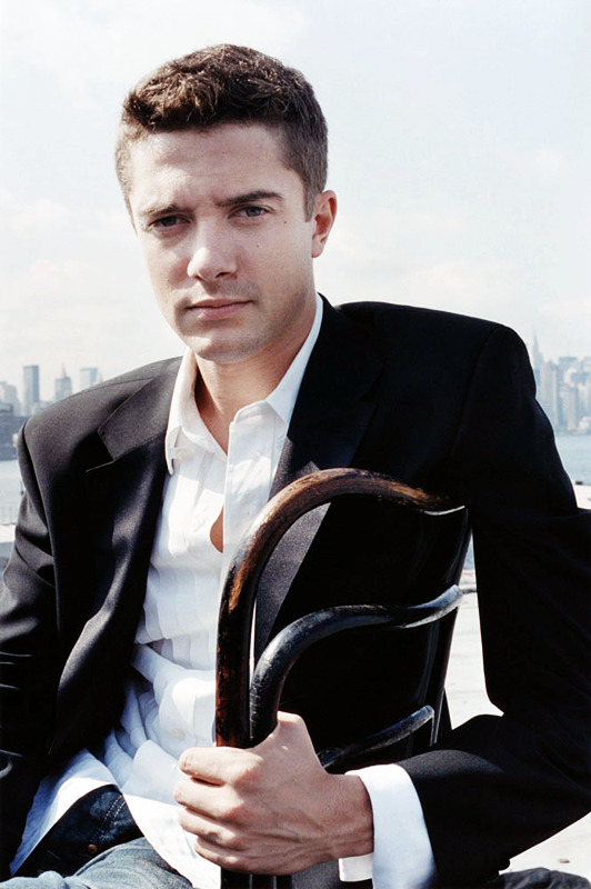 1/20 favorite pictures of Topher Grace