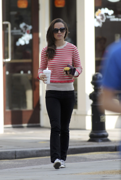 Pippa Middleton looks cute and casual in Converse. More pics of Pippa out and about in Chelsea.
