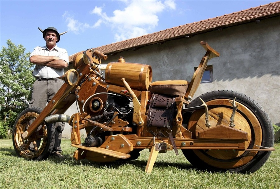 Hungarian man builds motorcycle out of wood (via- PhotoBlog)