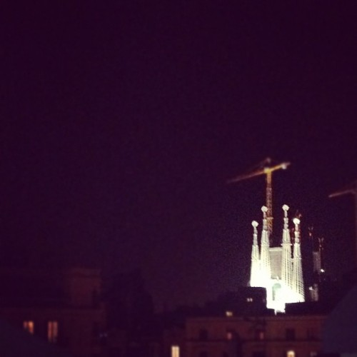 Safa!! Bitch! #sagradafamilia #barcelona #night (Tomada con Instagram)