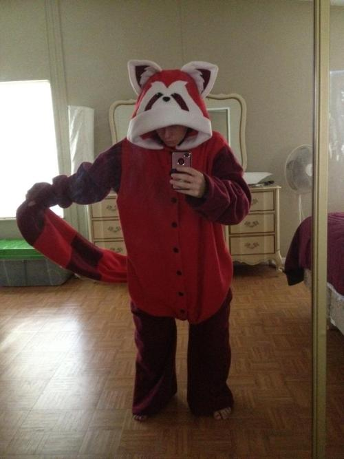 pressstarttocraft:  I finished my kigurumi! I just absolutely LOVE how it turned out! I would've taken better pictures, but no one was home to take any for me. So when I get better pictures taken, I will put this up in my etsy shop for others to buy. Enjoy LOK fans! C: My friend finished her Kigurumi she had me draw her in :D looks so cool!