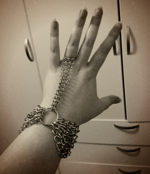 adeptasororitas:  I fixed my chainmail bracelet :)