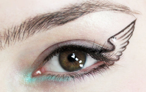 jewellyne:  winged eyeliner