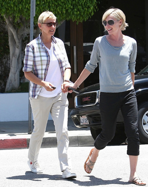youmightfindyourself:  Portia de Rossi still lookin' hot.  Ellen!!