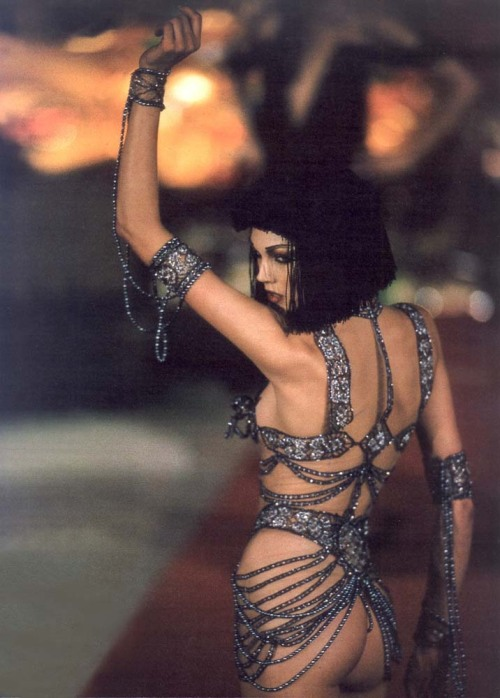 miguitarrayvoss:  Givenchy by John Galliano F/W 1997