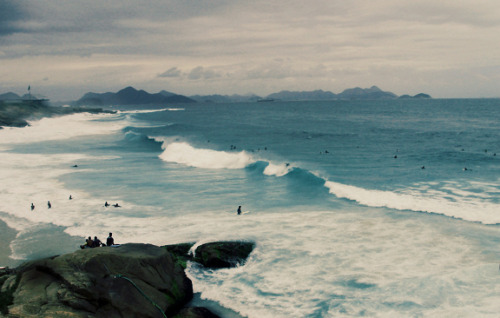b0tswana:  praia do diabo by rodrigomoreira on Flickr.