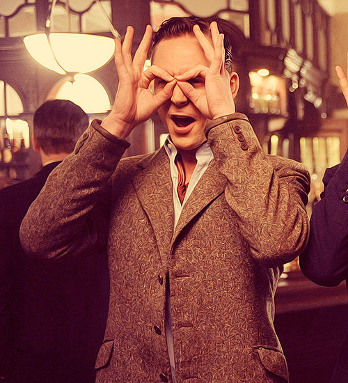(♕) 50 Pictures of Tom Hiddleston's Characters.    ↳ 29/50 (The Deep Blue Sea).