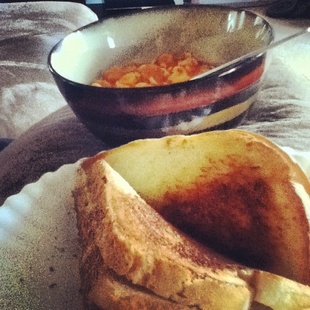 Grilled cheese & spagetti-o's. #food#dinner#hungry#yummy#movie#theabyss (Taken with Instagram)