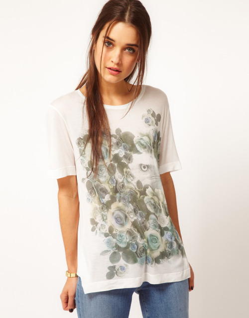 Emma Cook T-Shirt With Eagle PrintMore photos & another fashion brands: bit.ly/JgPBdT