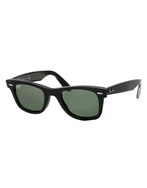 Ray-Ban Wayfarer SunglassesMore photos & another fashion brands: bit.ly/Jjh6DS