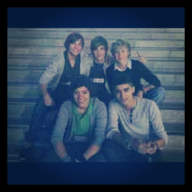 #firat #picture #photo #of #one #direction #onedirection #together #niall #horan #niallhoran #liam #payne #liampayne #louis #tomlinson #louistomlinson #harry #styles #harrystyles #zayn #malik #zaynmalik #guys #hot #sexy #young #boys #swag (Tomada con Instagram)