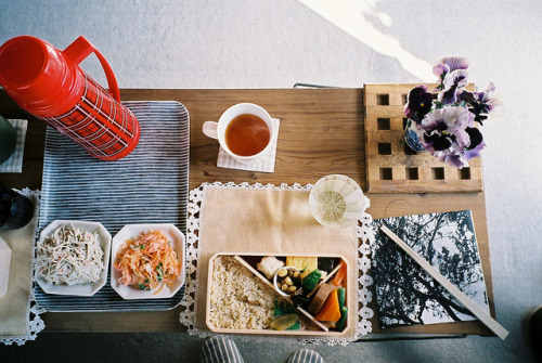 dreams-of-japan:  obento lunch by hiki. on Flickr.