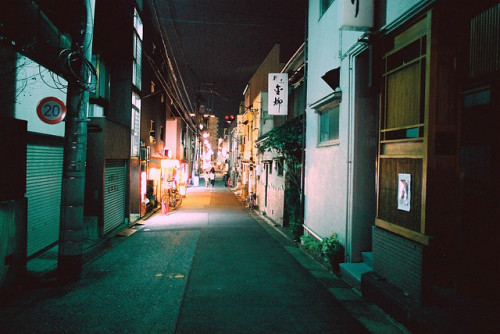 dreams-of-japan:  OM-1_Kodak SG400_20090204_FH020003 by Michio Endo on Flickr.