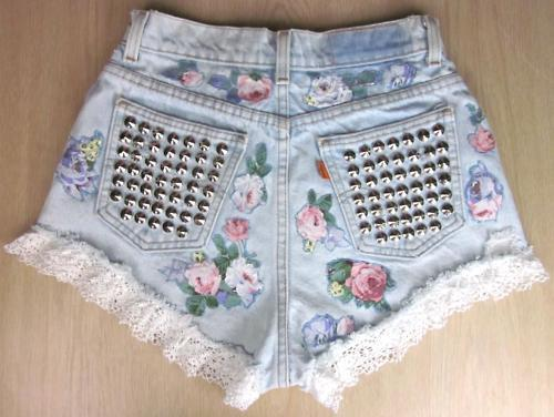 Looking for a weekend project? Take a crack and these short shorts with spiked out pockets! You know you wanna try ; ) - PopThreadssusielovesbuba:  ****YOU should follow me :)