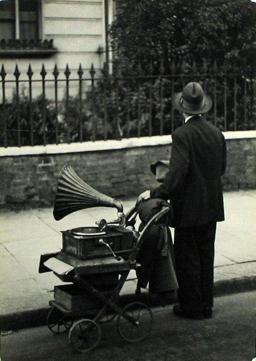 firsttimeuser:  Coppola Horacio. Londres, 1934