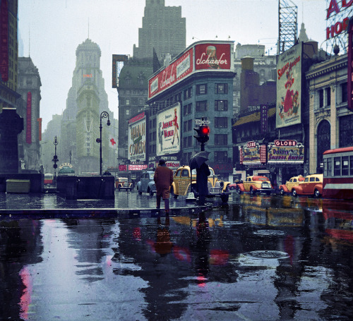 itshiddles:   Times Square, Manhattan, New York City (1943)  Welcome to my city.