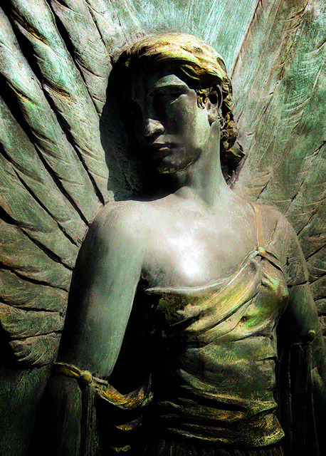 Angel Statue (Elle) by Tiquetonne2067 on Flickr.