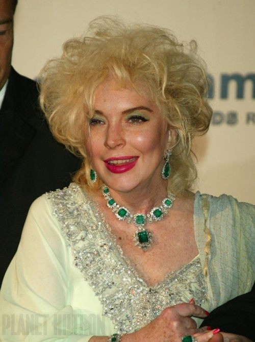 I really wish this was a still from Lindsay's new Elizabeth Taylor movie.  My nose is totally sensing White Diamonds mixed with Red Bull & Jack Daniels right now.
