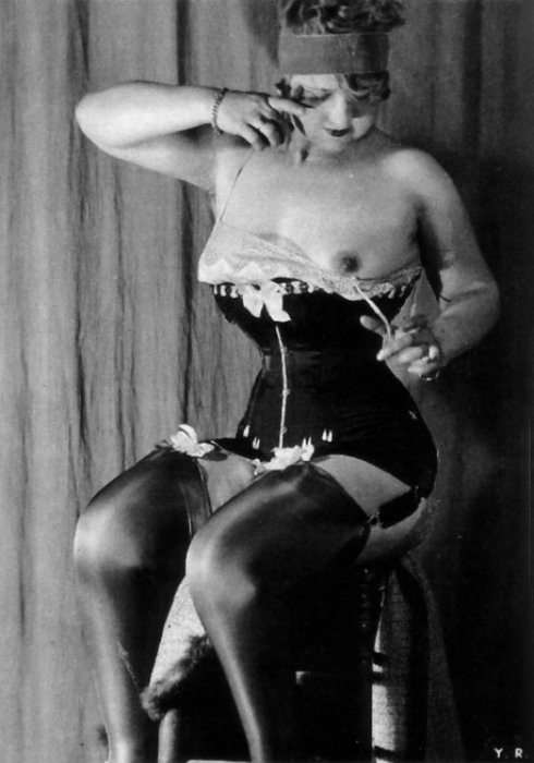 hoodoothatvoodoo:  Yva Richard, untitled, 1930s (from L'âge d'or du fétichisme, éd. Astarté, Paris. )