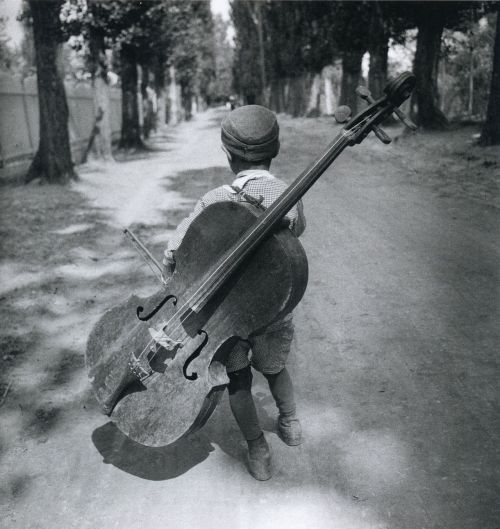 liquidnight:  Eva Besnyö Gypsy Boy with Cello Hungary, 1931 From Eva Besnyö