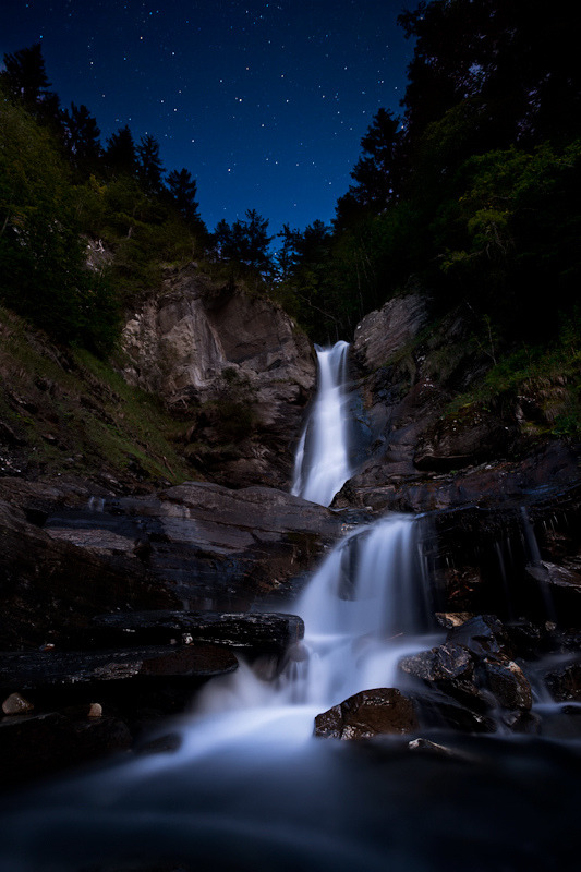 llbwwb:  Falls at Night (by klOrklOr)