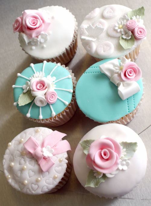I need to learn how to make sugarpaste flowers. First, I need to get some sugarpaste.