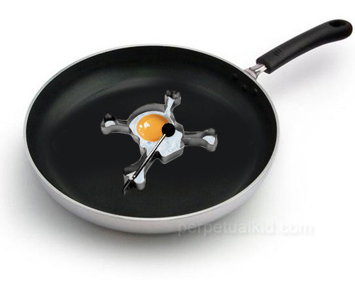 ianbrooks:  Skull Egg and Pancake Molder Great for pirates who take their breakfast deathly seriously. Available for purchase at perpetualkid for $5.99 USD.  (via: who killed bambi?)   My punk side is here, I need this! I'll make eggs everyday! And you can even make cookies like this! Wouhouuuuu!