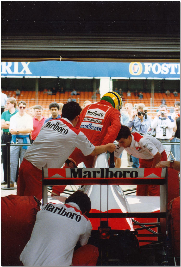 itsawheelthing:  a helping hand …Ayrton Senna being helped into his McLaren at the 1990 British Grand Prix at SilverstoneAyrton Senna, Marlboro McLaren-Honda MP4/5B, 1990 British Grand Prix, Silverstone