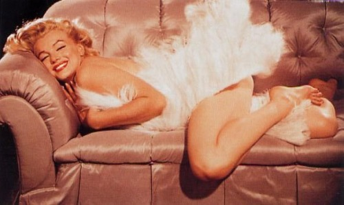 froufroufashionista:  suicideblonde:  Marilyn Monroe  Cute Marilyn Monroe wrapped in ostrich feathers